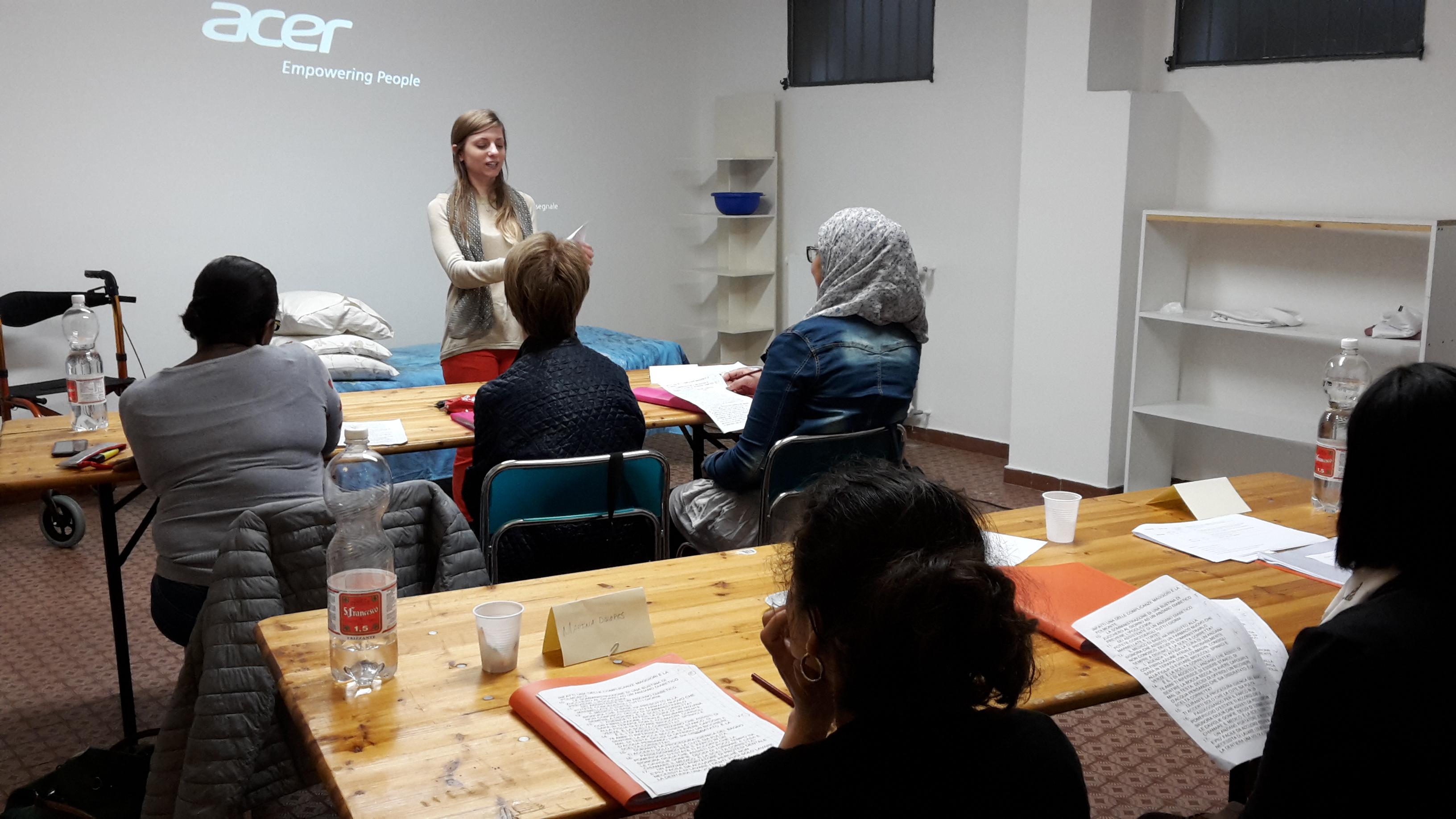 Un'aula di persone che hanno deciso di mettersi alla prova, per crescere sia personalmente che professionalmente