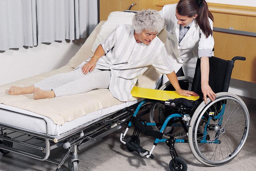 Trasferire l assistito collaborante dal letto alla - Mobilizzazione paziente emiplegico letto carrozzina ...